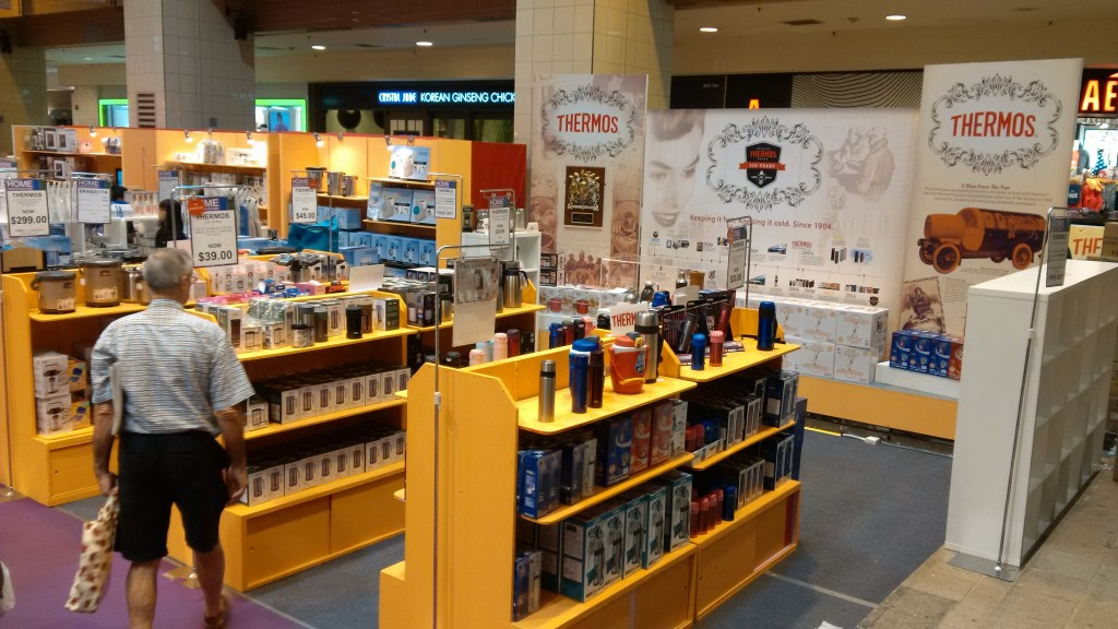 Thermos Pop up Museum and retail corner 2